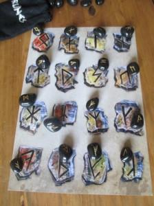 Splitter, die die Welt bedeuten – original Schablone aus WnT vs. systemfremde Runensteine Quelle: mein seins (also selbst geknippst