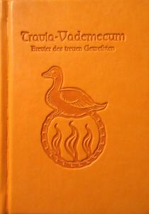 Das Cover mit dem Traviasymbol von Tristan Denecke: Man beachte den im Vergleich zu den anderen Vademecums (Brevier des reisenden Geweihten) für die häuslichen Travia-Geweihten leicht geänderten Untertitel.