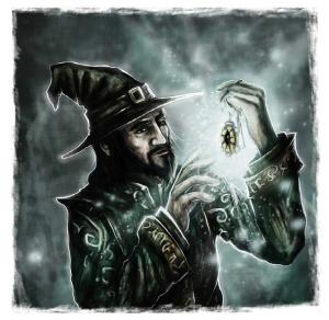 Ein bärtiger Magier mit Hut hält ein Amulett hoch und betrachtet es